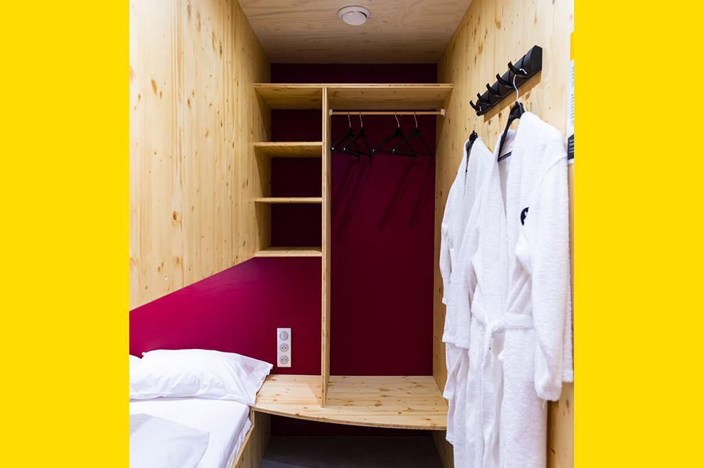 Cabine double avec lit bas